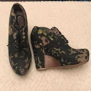Marino- floral booties. Good condition